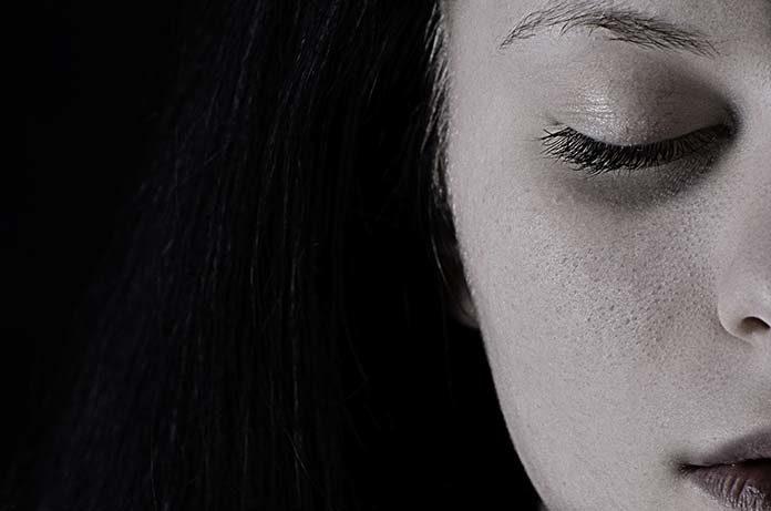 Likwidacja przebarwień może być skuteczna! Poznaj popularne metody kosmetyczne