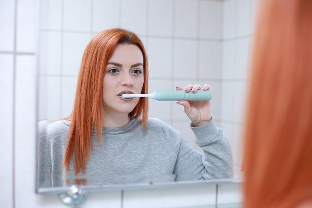 Nieświeży oddech powoduje nieprawidłowa higiena jamy ustnej